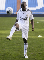 Real Madrid's new midfielder Diarra controls ball during his presentation in Madrid