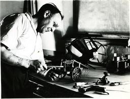 Restaurator, Smithsonian Museum,USA 1937 - Restoration / Smithsonian Museum / 1937 -