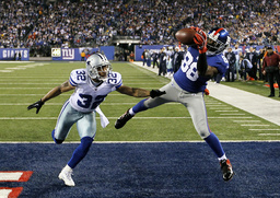 Giants Nicks catches fourth quarter touchdown pass on Cowboys Orlando Scandrick