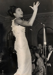 Shirley Bassey Singing At The Savoy Hotel Interpreting Her Song With A Dramatic Pose. Original Library Print In Packet: Shirley Bassey