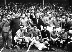 WCUP-1938-ITALY-TEAM-CUP