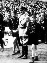 Hitler auf Erntedankfest 1937/HJ-ler.... - Hitler / Thanksgiving Day 1937 / HY. -