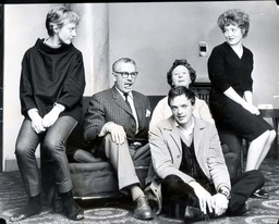 Sir Laurence Olivier With (l-r) Eileen Atkins Mona Washbourne Patsy Rowlands And James Bolam In 1962.