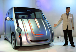 TOYOTA MOTOR'S POD JOINTLY DEVELOPED WITH SONY DISPLAYED AT 35TH TOKYO MOTORSHOW 2001 IN MAKUHARI