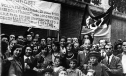Studenten demonstrieren für Republik1931 - Students Demonstrate for Republic / 1931 -